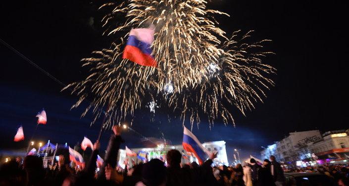 Crimée: Sébastopol et Simféropol fêtent la tenue du référendum