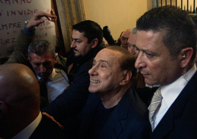 Silvio Berlusconi devant sa résidence à Rome (Italie), le 11 mars 2015