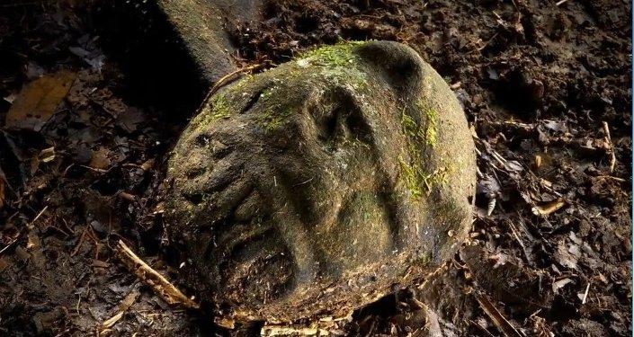 Les archéologues ont découvert des têtes sculptées de singes datées du Xe au XIVe siècles