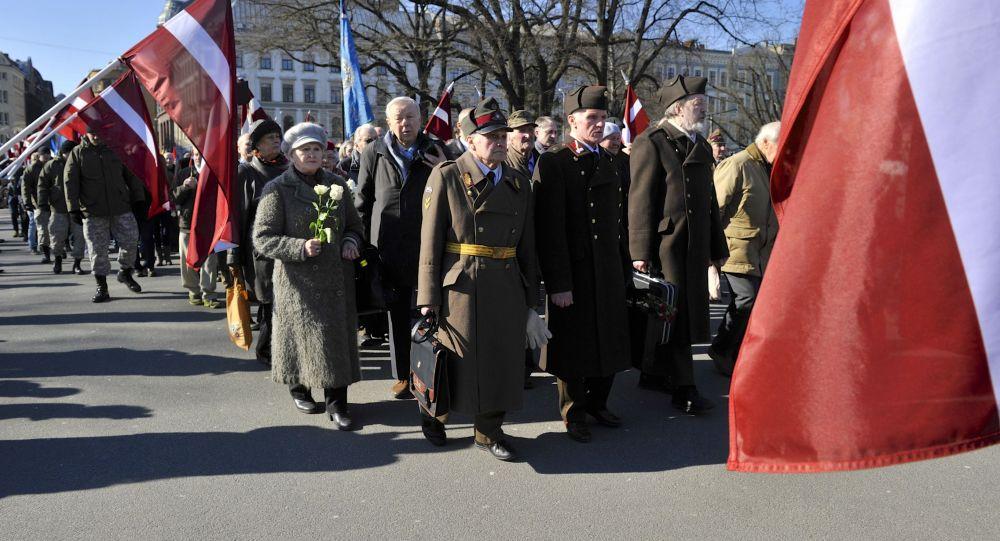 À Riga, le défilé de la Waffen SS hué par les habitants