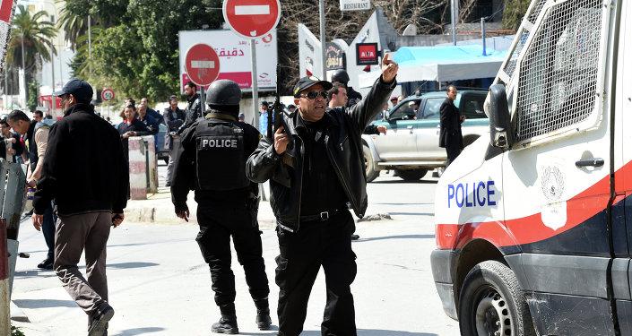 Forces de sécurité tunisiennes près du musée Bardo