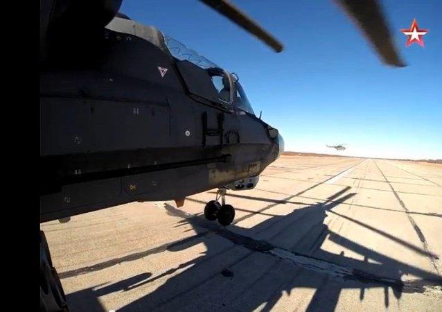 A bord d'un hélicoptère russe Ka-52 Alligator