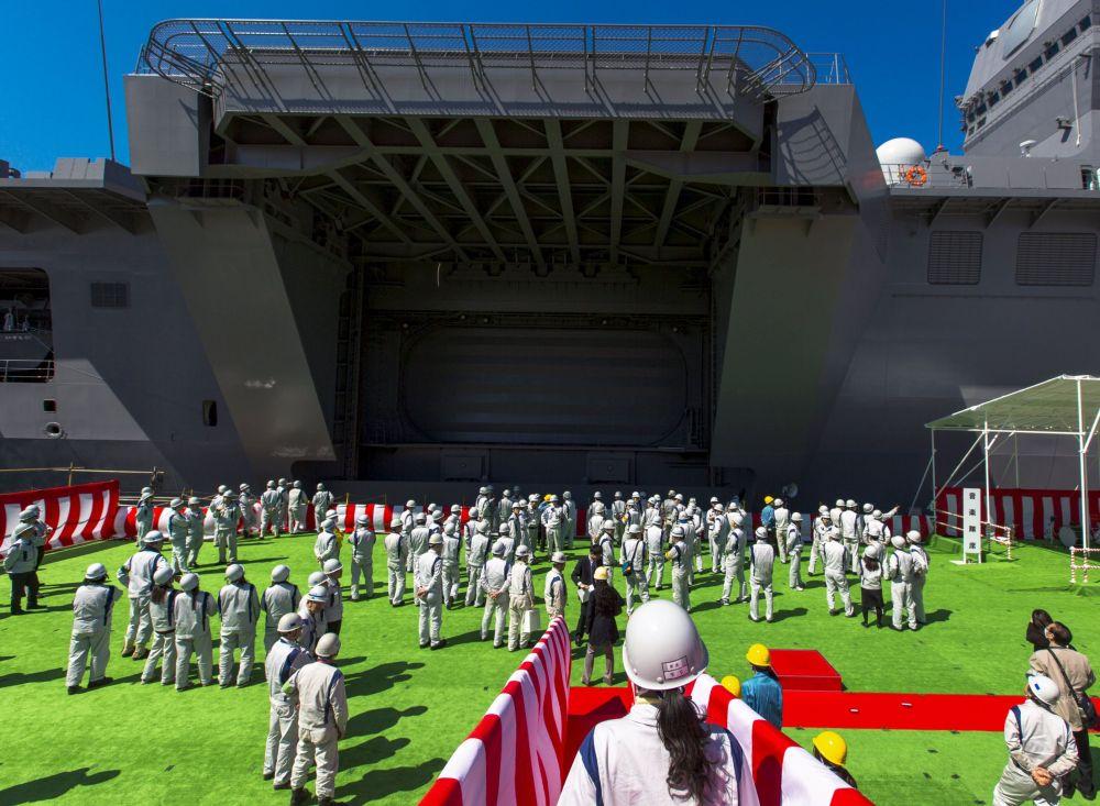 L'Izumo, le plus grand porte-hélicoptères japonais