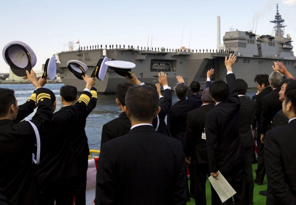 Cérémonie de mise en service du destroyer porte-hélicoptères Izumo dans le port de Yokohama