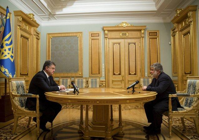 Président ukrainien Piotr Porochenko et l'ex-gouverneur de Dniepropetrovsk l'oligarque Igor Kolomoïski (Archives)