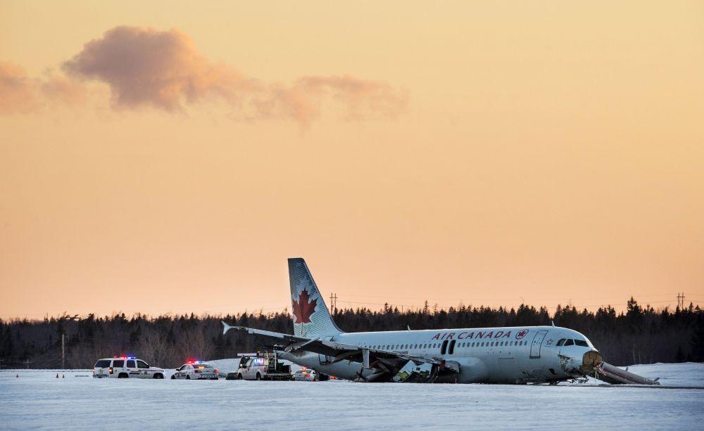 Un Airbus A320 d'Air Canada effectuant un vol intérieur en provenance de Toronto est sorti de piste lors de son atterrissage à l'aéroport de Halifax dans la nuit de samedi à dimanche