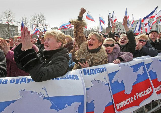 Les participants du rassemblement de soutien du référendum sur le statut de la Crimée, Simféropol. Archive photo