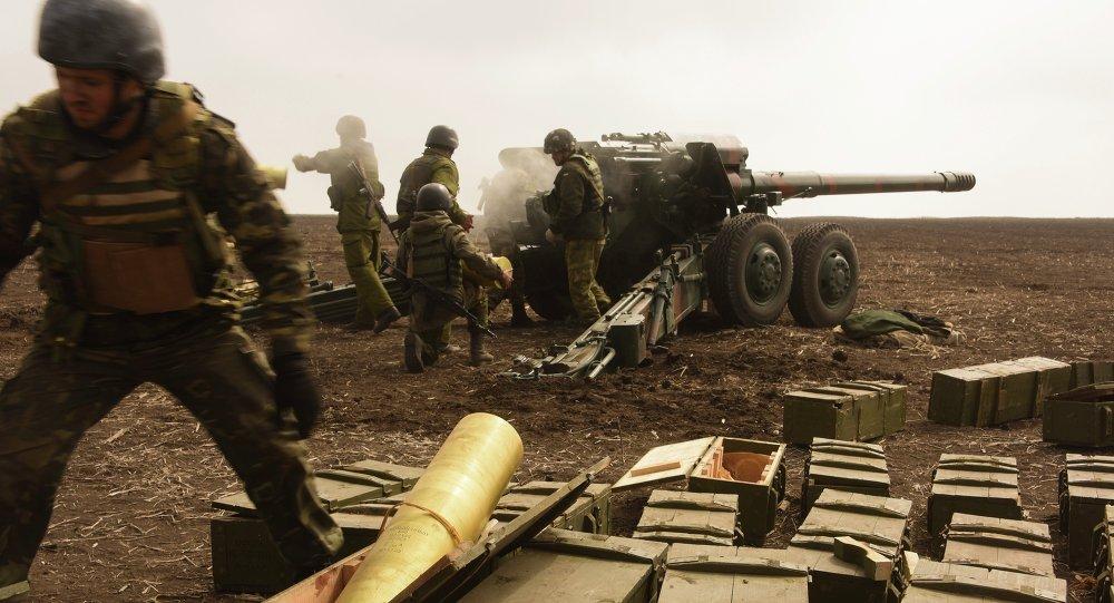 Soldats ukrainiens près de Marioupol le 25 mars 2015