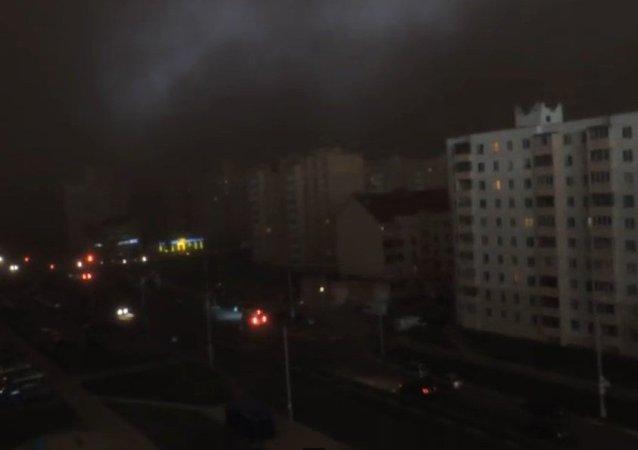 Biélorussie: une tempête plonge une ville dans le noir