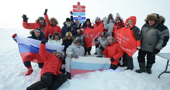 Une délégation russe conduite par le vice-premier ministre Dmitri Rogozine a inauguré dimanche la station scientifique dérivante SP-41 (Severny Polious 41) au Pôle Nord