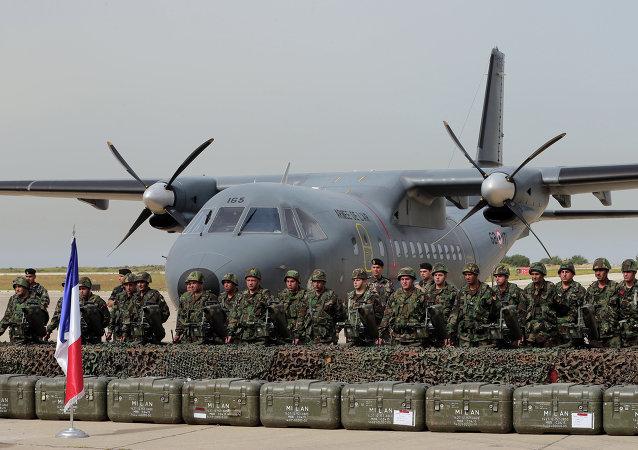 Le premier lot d'aide militaire française destinée à l'armée libanaise est arrivé lundi à l'aéroport international Rafik Hariri de Beyrouth.