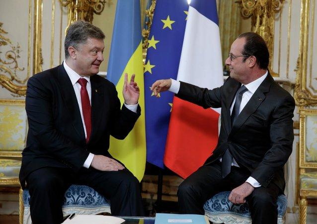 Le président ukrainien Piotr Porochenko avec son homologue français François Hollande