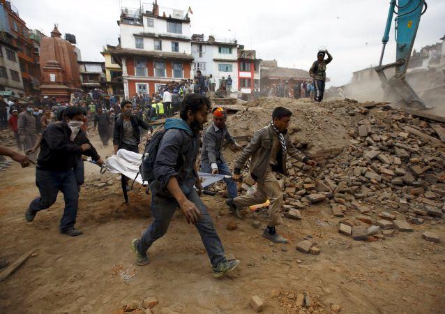Katmandou: la vie au milieu des ruines