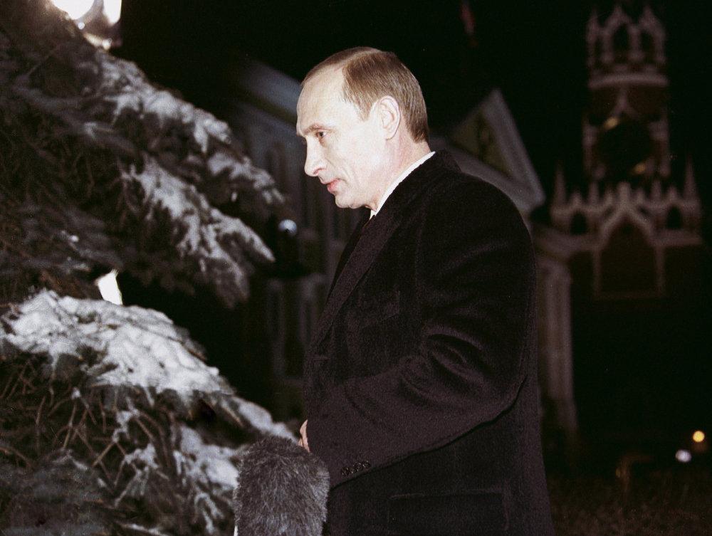 Vladimir Poutine adresse son message traditionnel de Nouvel an. 2002