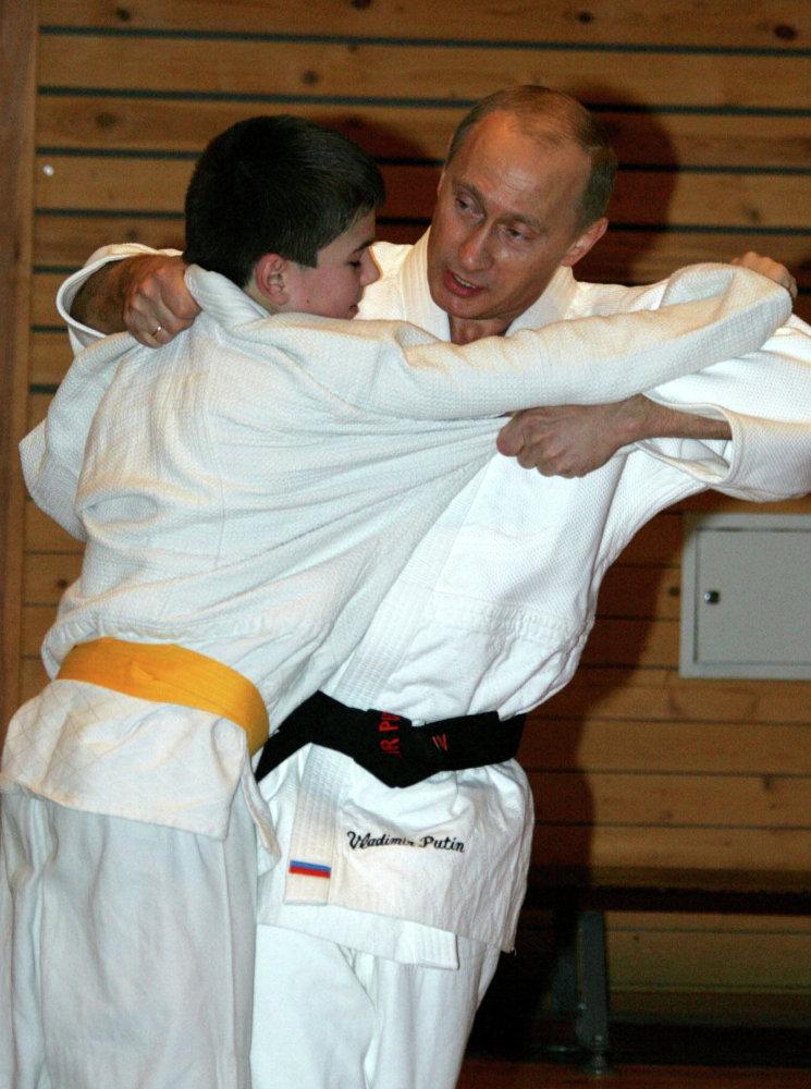 Le président russe donne une classe de perfectionnement de judo à la Haute Ecole des sports de Saint-Pétersbourg, en 2005