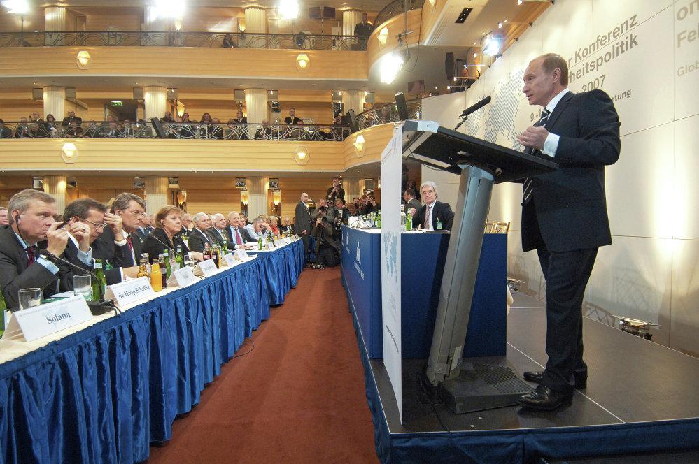 Le président russe Vladimir Poutine intervient à la 43e conférence de Munich sur la sécurité, le 10 février 2007