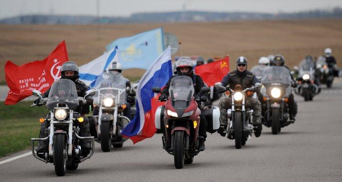 Des motards russes en route vers Berlin