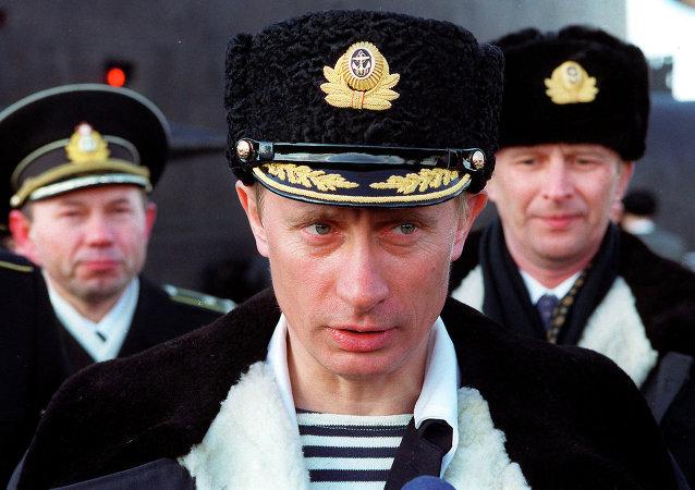 Vladimir Poutine à Severomorsk le 6 avril 2000
