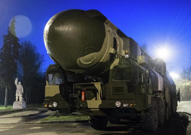 Missile intercontinental Topol