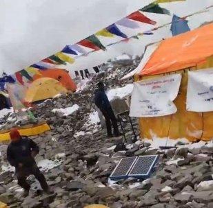 Séisme au Népal: une avalanche frappe les alpinistes