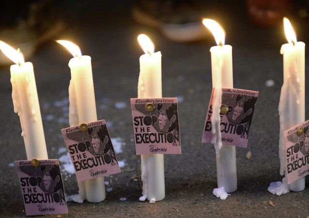 Bougies devant l'ambassade indonésienne à Manille