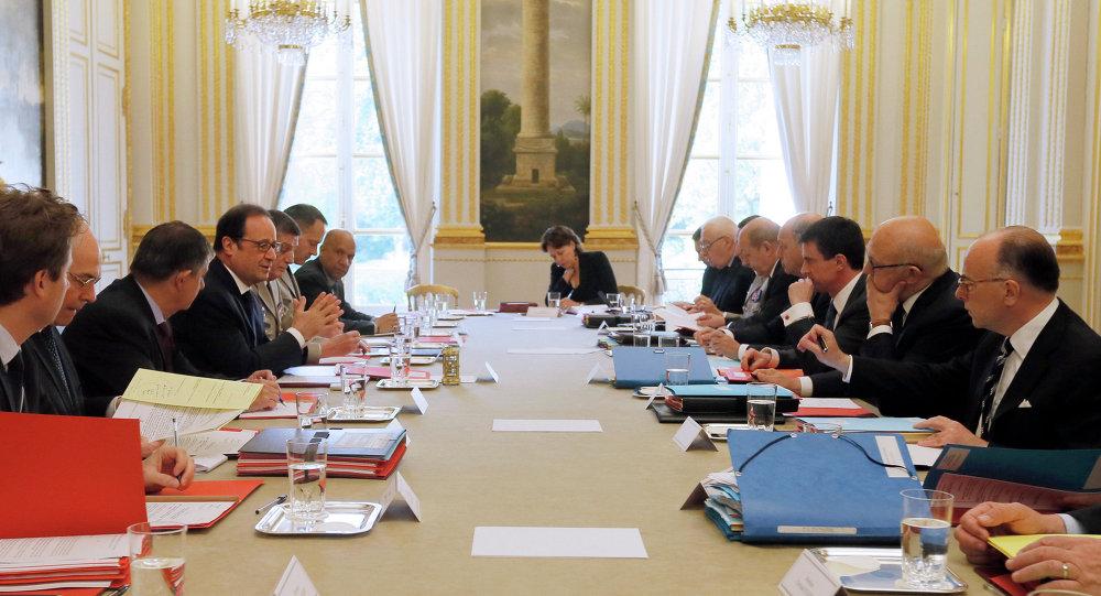 Francois Hollande (4e à gauche) lors d'un conseil de défense