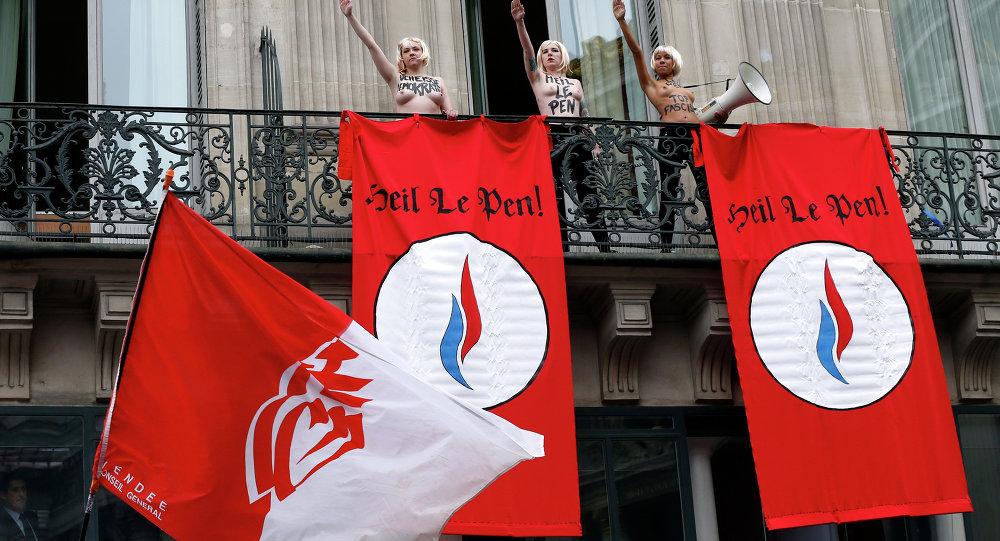 1er mai à Paris: trois Femen aux seins nus interrompent un discours de Marine Le Pen