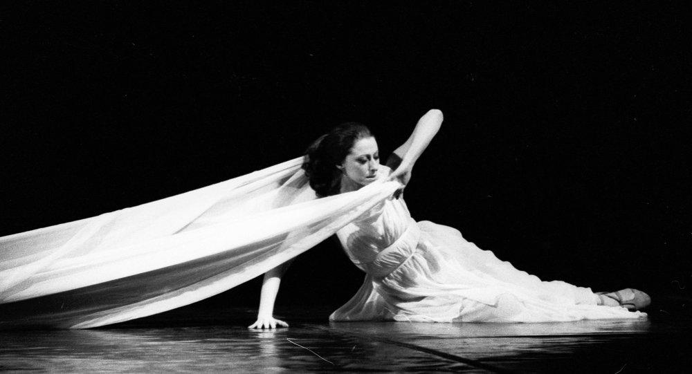 Maïa Plissetskaïa dans Isadora par Maurice Béjart