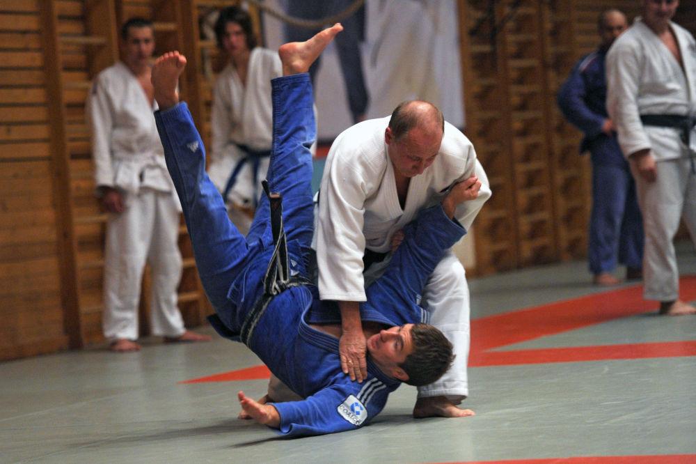 Vladimir Poutine pratique le judo et la lutte sambo depuis l'âge de 11 ans