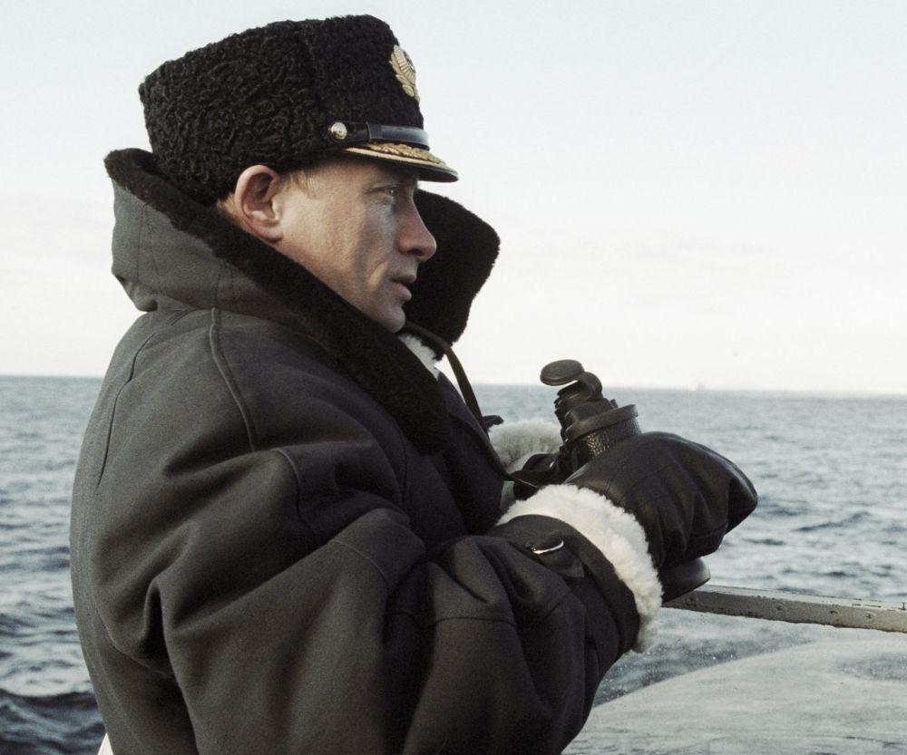 Le président russe Vladimir Poutine à bord du sous-marin nucléaire russe Karelia