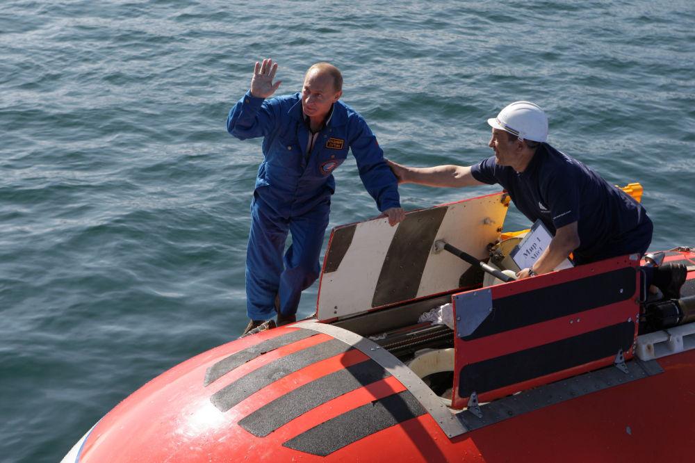 Vladimir Poutine a effectué une immersion à bord du sous-marin de poche Mir 1 sur le fond du Baïkal, le lac le plus profond du monde en Sibérie orientale