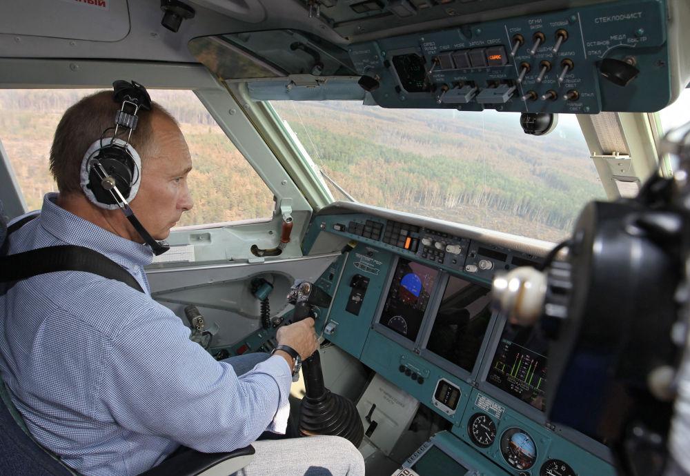 En août 2010, le premier ministre Vladimir Poutine a participé en personne à la lutte contre les incendies de forêt qui faisaient rage dans plusieurs régions russes