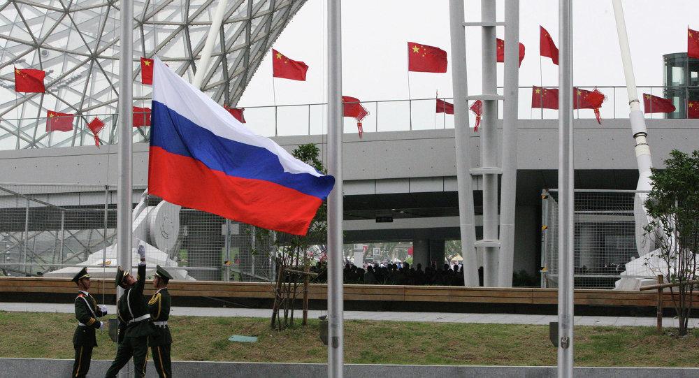 Drapeaux de la Russie et de la Chine