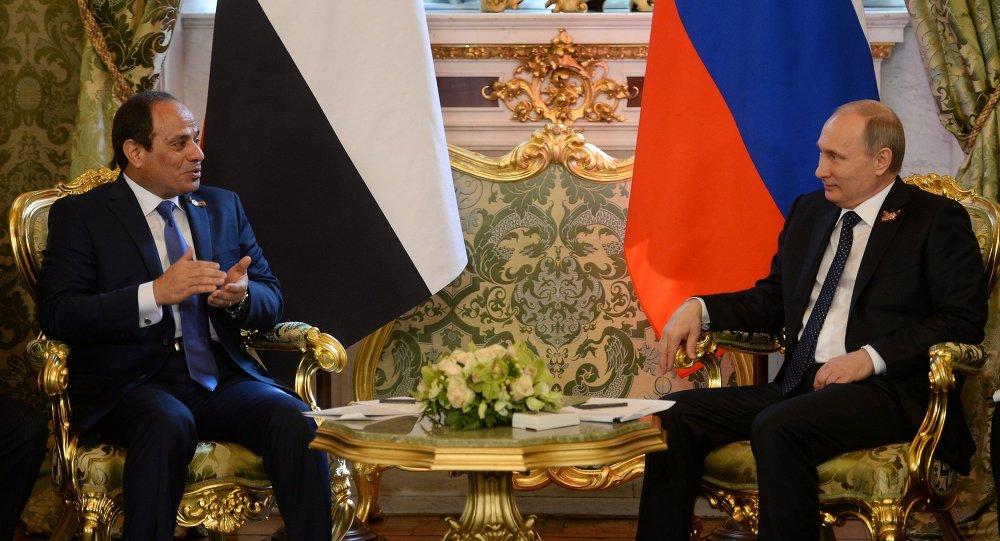 Vladimir Poutine (à droite) et Abdel Fattah al-Sissi