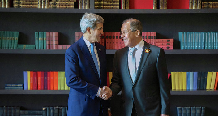 Sergueï Lavrov (à droite) et John Kerry