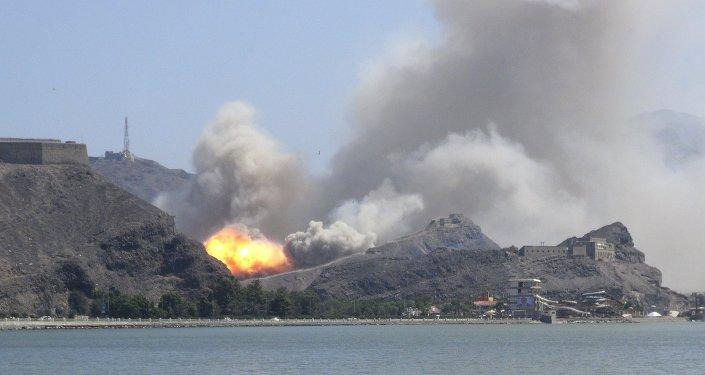 Yémen: les Houthis détruisent un navire de guerre émirati (vidéo)