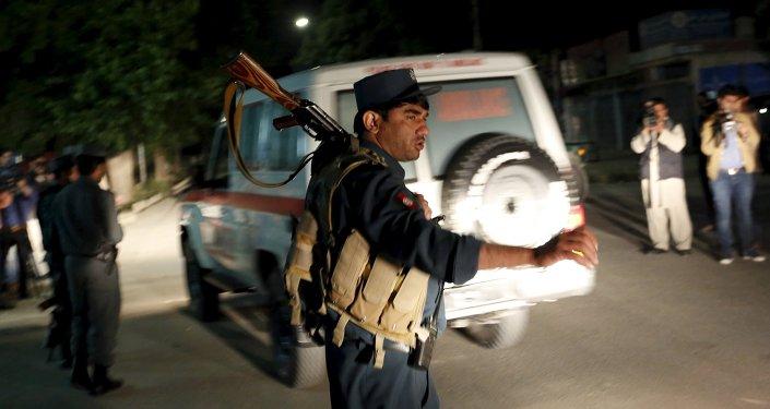 Policier afghan sur le lieu de l'attentat