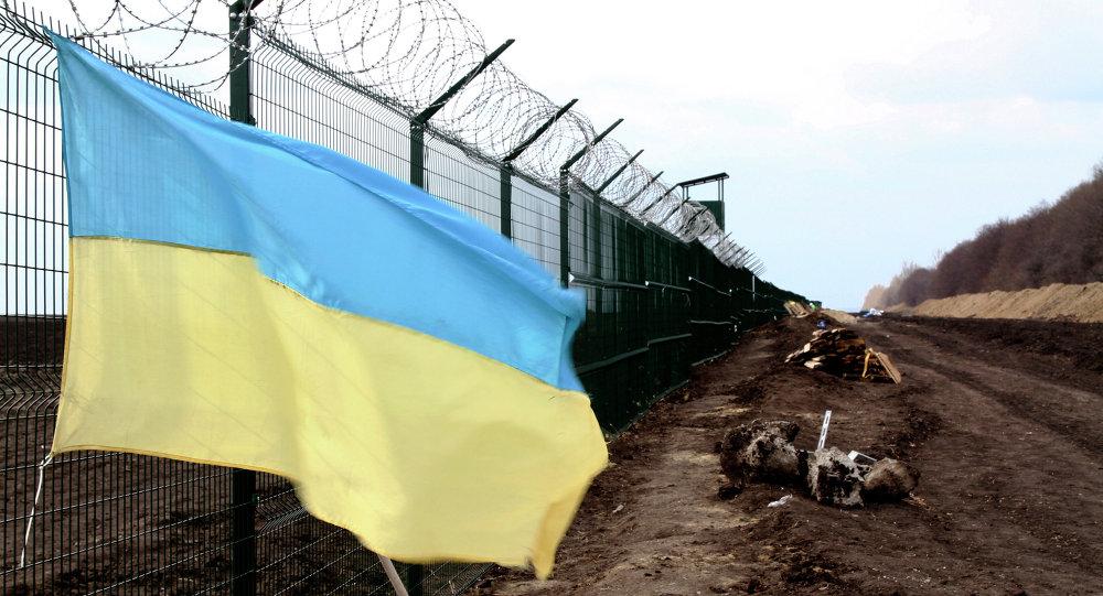 Frontière entre la Russie et l'Ukraine avec un drapeau ukrainien