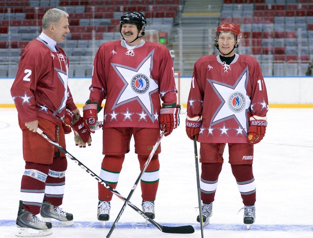 В.Путин принял участие в товарищеском хоккейном матче