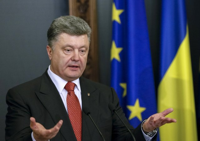 Ukrainian President Petro Poroshenko speaks during a news conference after a meeting with EU top official in Kiev April 27, 2015
