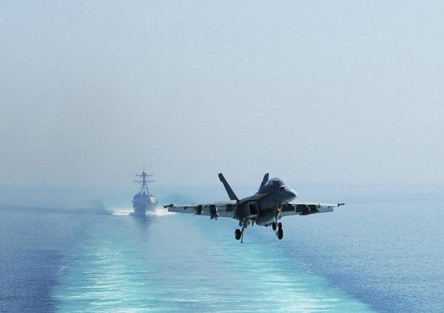 Un chasseur F-16