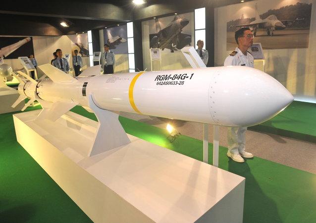 Le missile Harpoon navire-navire est affiché au Taipei World Trade Centre