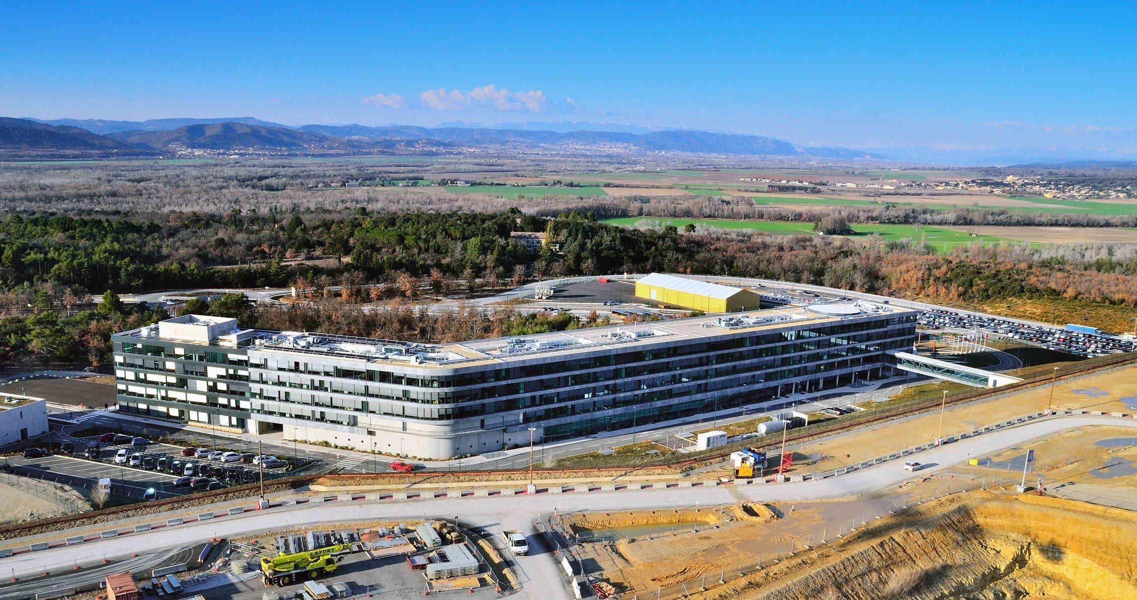 Construction d'un réacteur thermonucléaire expérimental international (ITER) près du centre de recherche de Cadarache