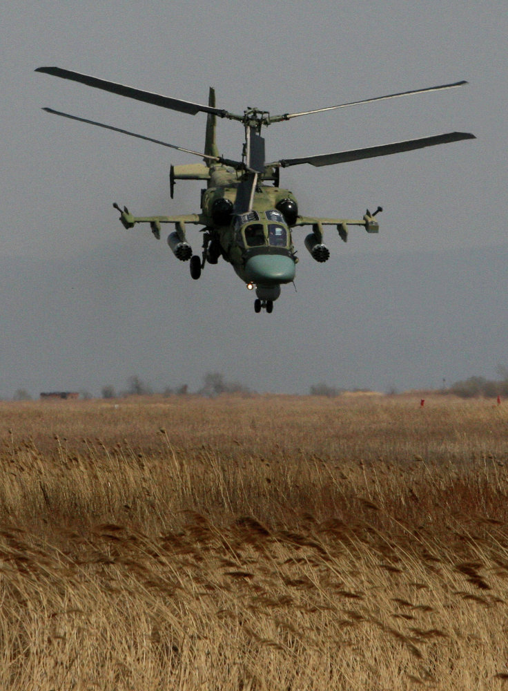 Учебно-тренировочные полеты вертолетов на авиабазе гарнизона Черниговка в Приморском крае