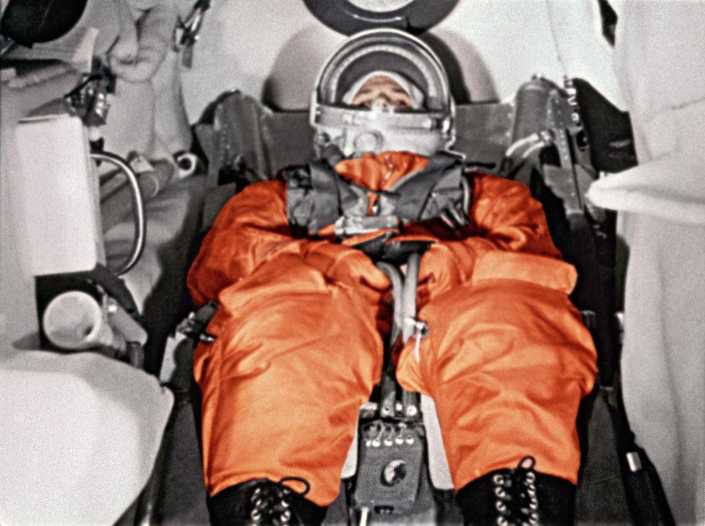 Vostok  est lancé le 12 avril 1961 depuis le cosmodrome de Baïkonour avec à son bord le cosmonaute Youri Gagarine