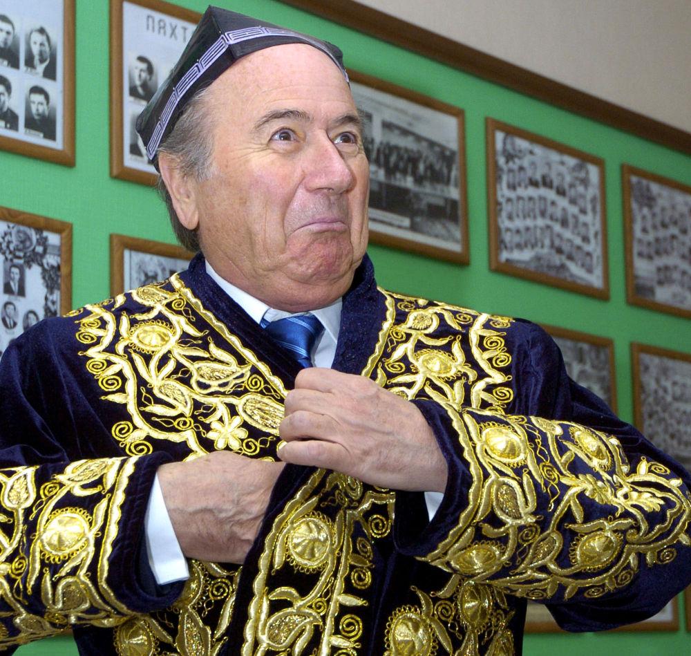 Le président de la FIFA Joseph Blatter en visite en Ouzbékistan