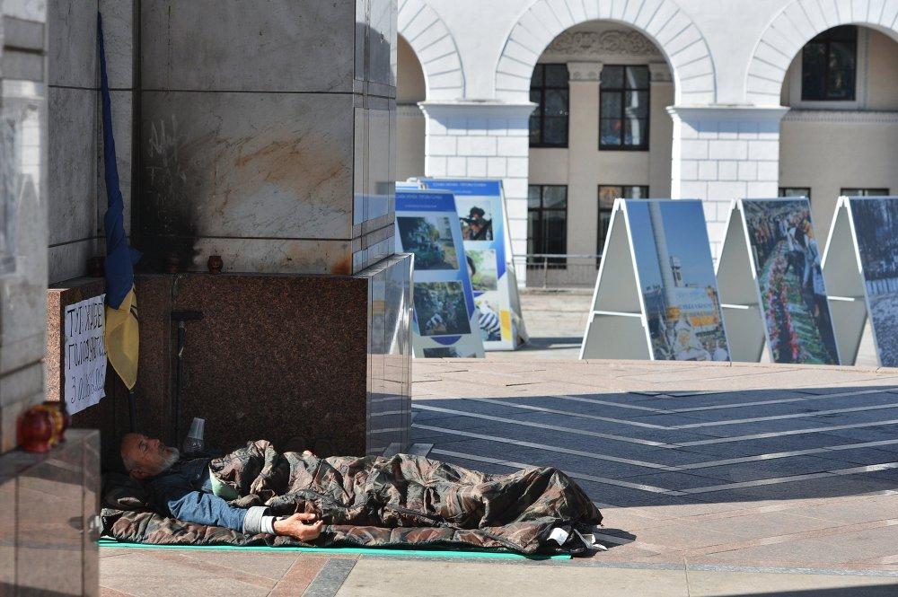 Un protestataire sur la place de l'Indépendance à Kiev