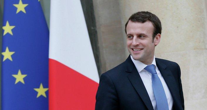 Emmanuel Macron évoque une levée des sanctions contre la Russie à l'été 2016