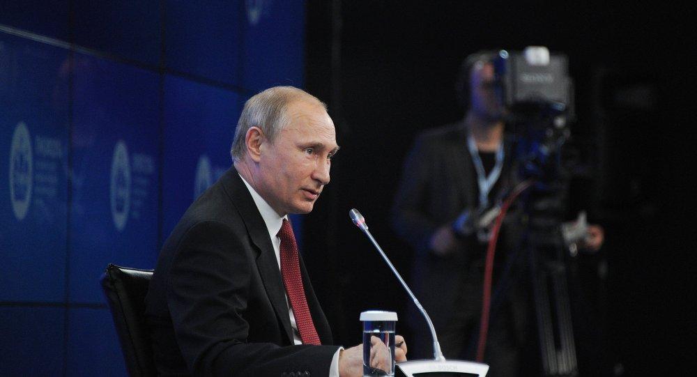 Vladimir Poutine à Saint-Pétersbourg