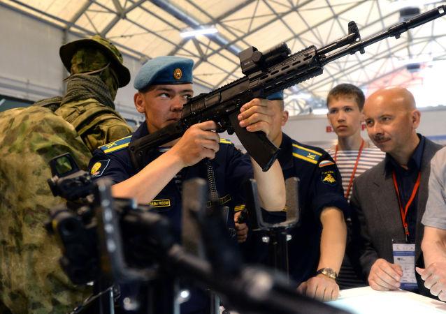 Armée-2015 : les nouveaux modèles de Kalachnikov